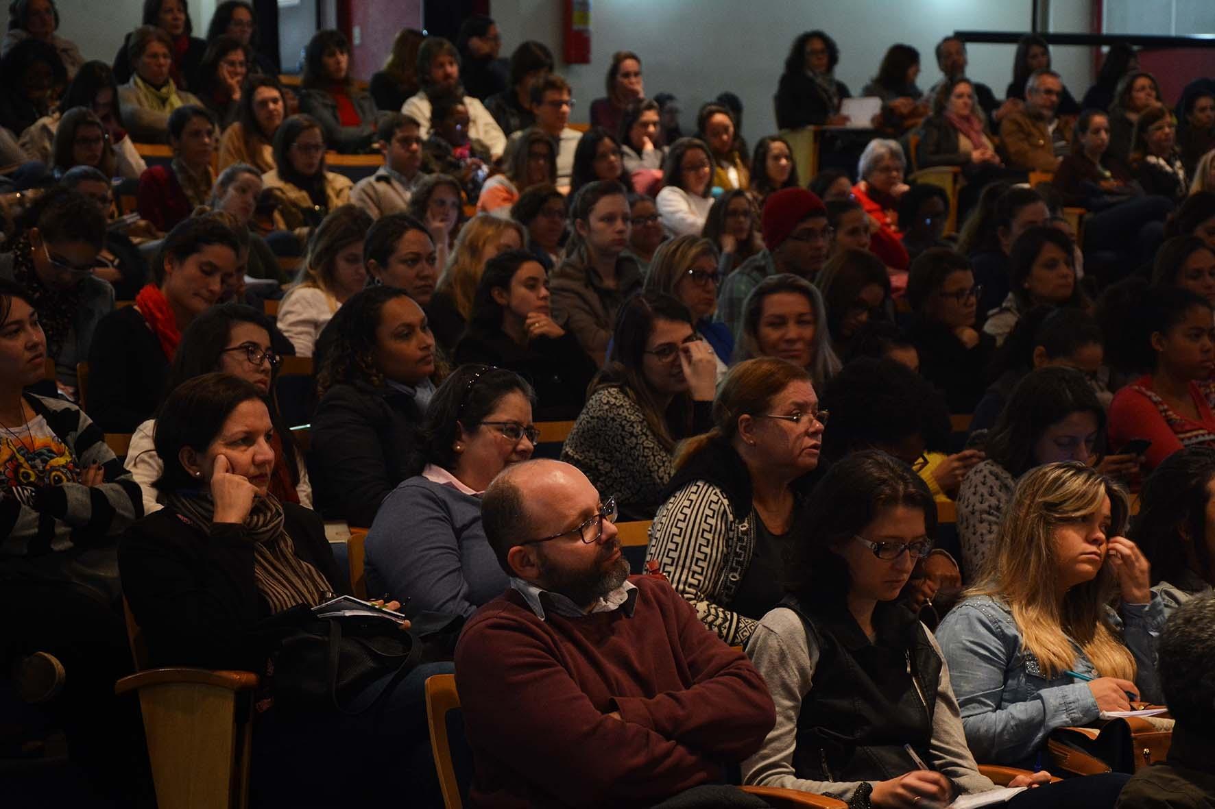Evento organizado pelo Coletivo Paideia da FCM, em parceria com a Abrasco, lota auditório da faculdade em reflexão sobre o SUS e o direito à Saúde/Foto: Marcelo Oliveira