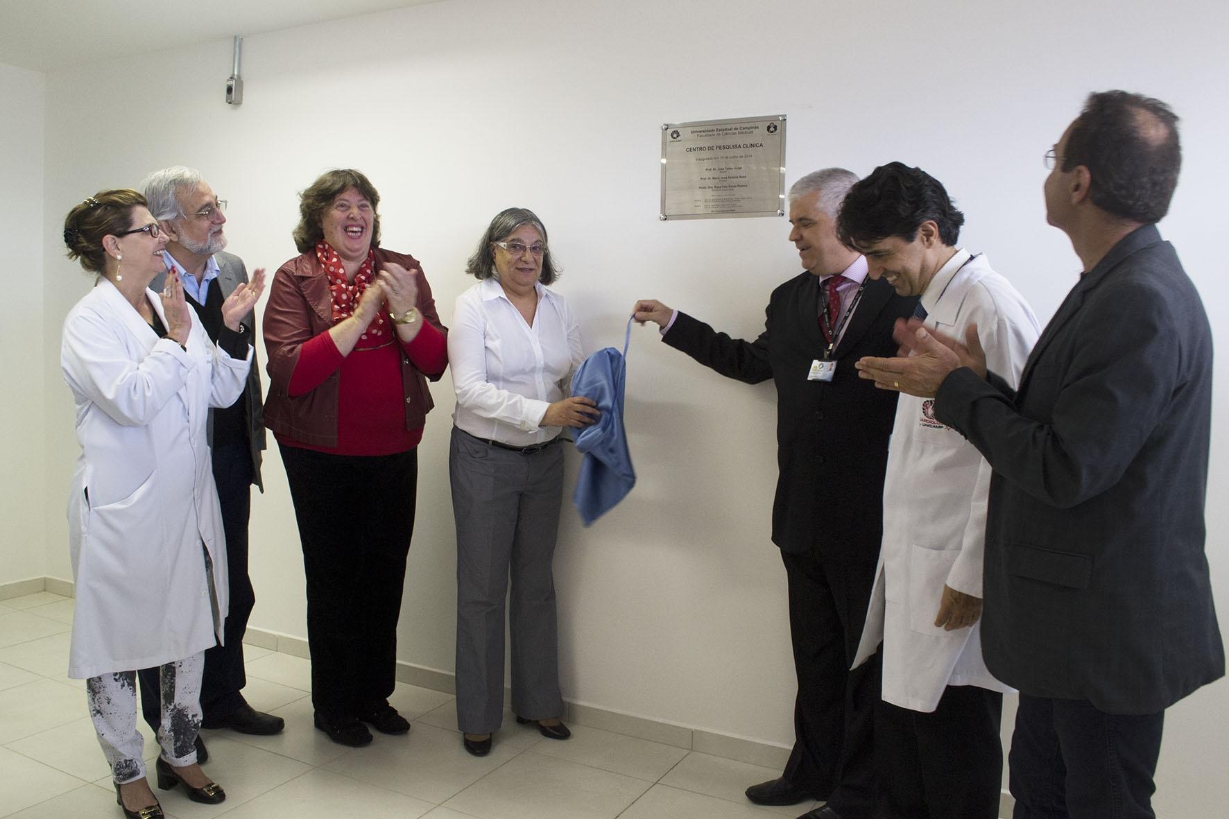 Descerramento da placa de inauguração do CPC. Foto: Marcelo Oliveira. CADCC-FCM/Unicamp