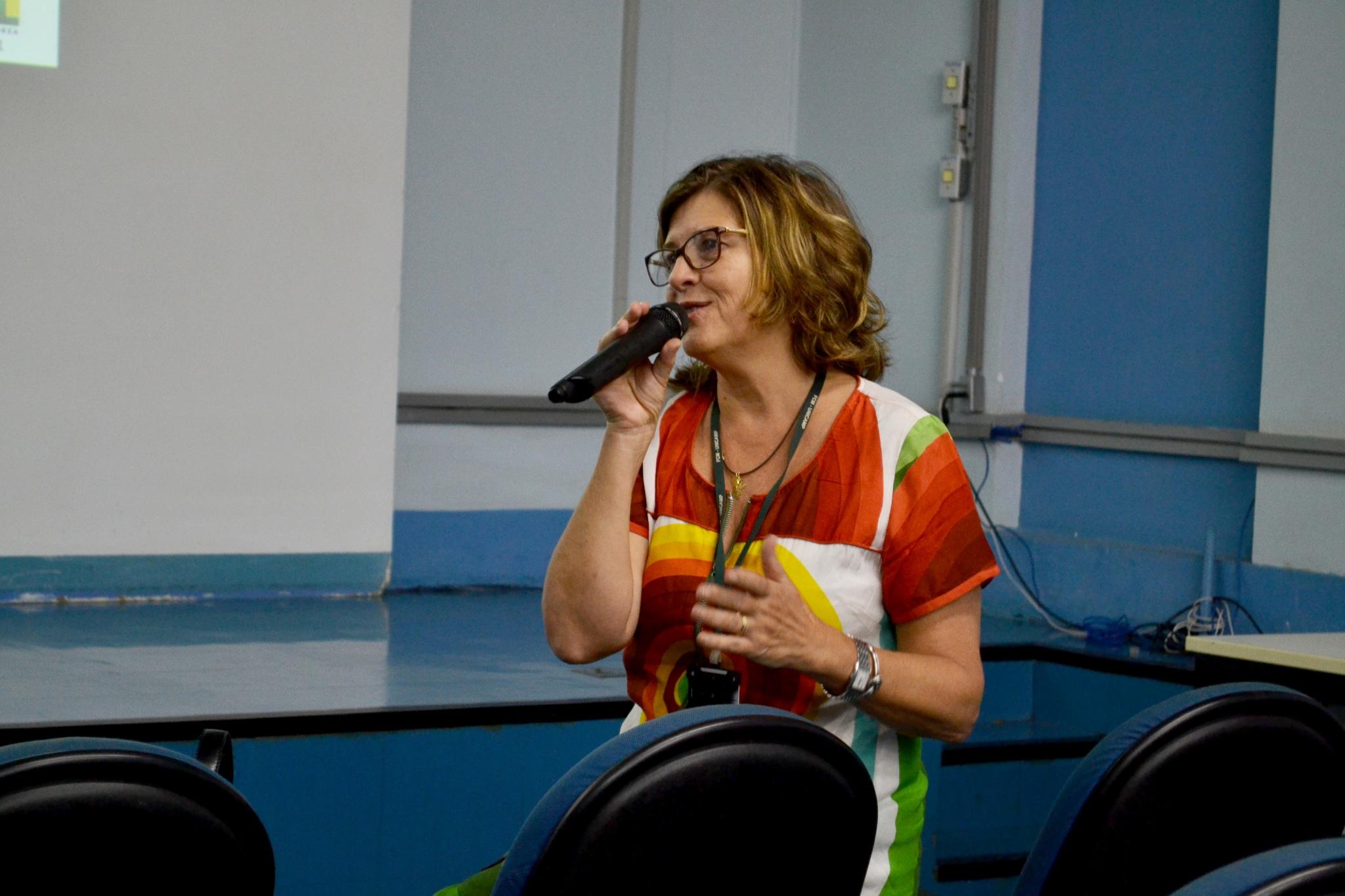 Rosana Teresa Onocko Campos, coordenadora da Comissão de Pós-Graduação da FCM, dá boas-vindas aos participantes/Foto: Camila Delmondes - ARPI - FCM/Unicamp