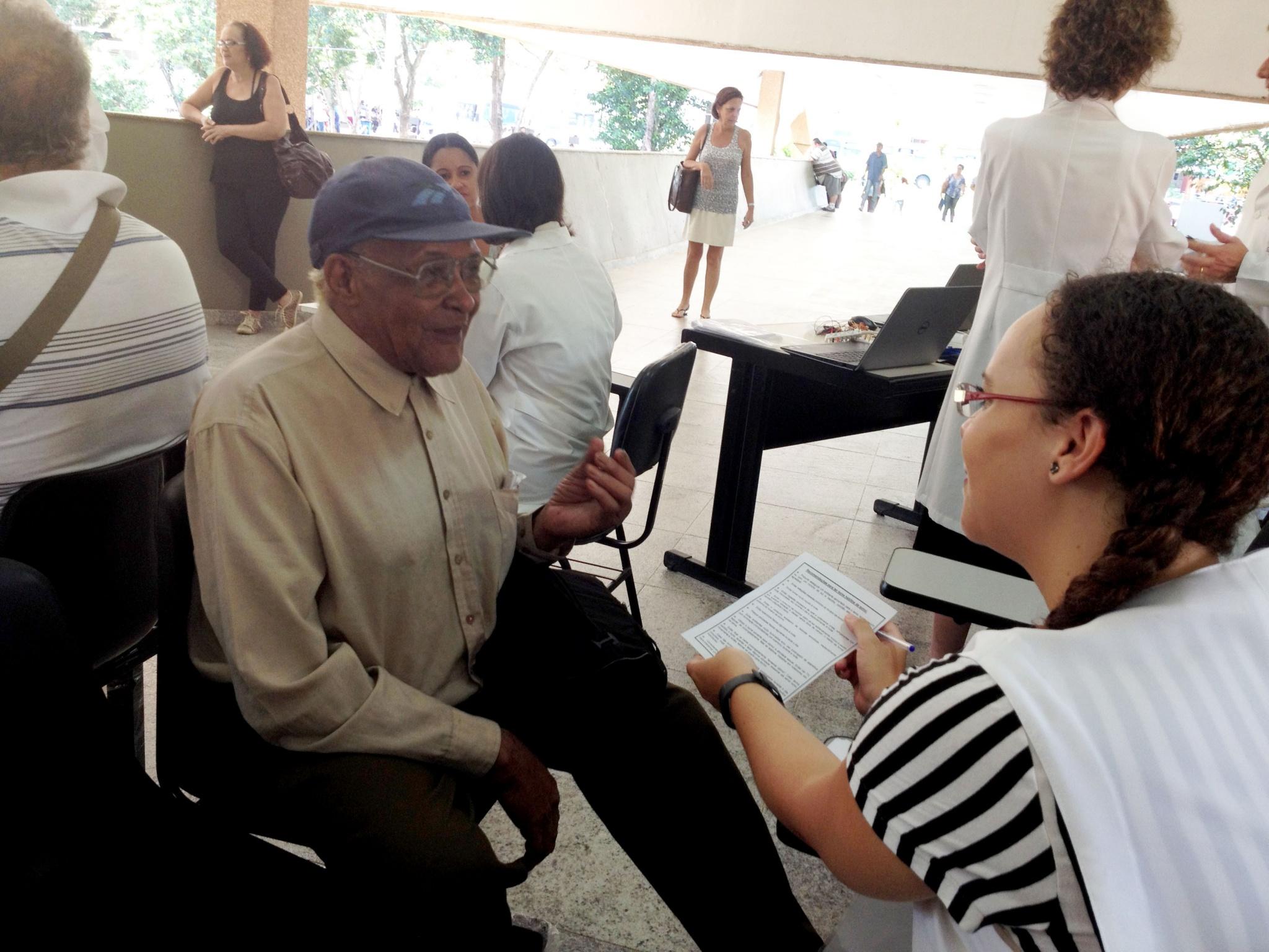 No dia 30 de janeiro, entrevistadores do ISACamp Sono tiraram dúvidas da população sobre a qualidade do sono/Foto: Camila Delmondes - ARP - FCMUnicamp