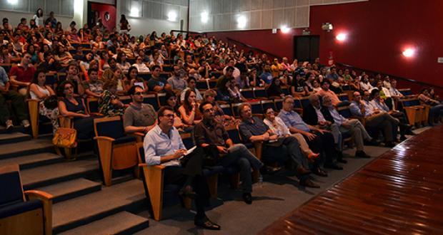 Palestra de Louis Ignarro, prêmio Nobel de Medicina, no auditório da FCM