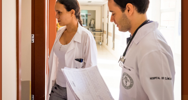 O graduado em Medicina terá capacidade de atuar nos diferentes níveis de atenção à saúde.